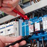 خدمات كهربائية من فنيين محترفيين بكامل الكويت